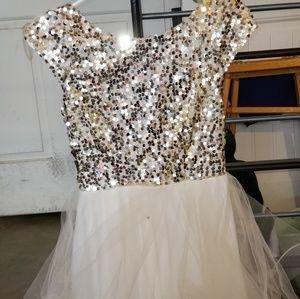 Trixxi Girl's Gold Dress Size 5